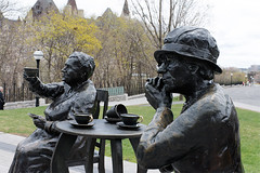 Henrietta Muir Edwards and Louise McKinney (nacim.khodja) Tags: heritage tourism statue nikon cloudy outdoor parliamenthill patrimoine streetphotographie d7100