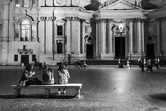 Notte a Piazza Navona (Kybenfocando) Tags: city travel people blackandwhite rome roma blancoynegro landscape downtown italia citylife traveling piazzanavona viaggio citycentre viajar traveler taly viaggiare