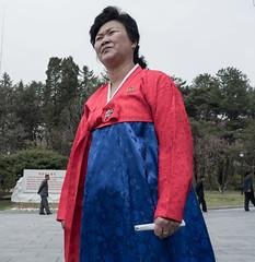 Guide - Maison de naissance de Kim Il Sung - Mangyngdae (jonathanung@ymail.com) Tags: lumix asia korea asie kp nord northkorea pyongyang core dprk cm1 koryo kimilsung coredunord insidenorthkorea rpubliquepopulairedmocratiquedecore rpdc mangyngdae lumixcm1