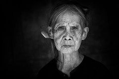 Vietnam: vieille dame Tay. (claude gourlay) Tags: portrait people blackandwhite bw woman face asia retrato femme nb vietnam tay asie ethnic minority ritratti indochine caobang tonkin ethnie minorit claudegourlay