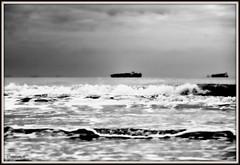 _JVA4641 (mrjean.eu) Tags: gris noir belgique noiretblanc knokke vagues nuance ambiance nuances borddemer heurebleue lumièredusoir