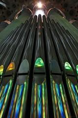 Convergencias (SantiMB.Photos) Tags: barcelona light espaa luz geotagged pipes organ gaud tamron 18200 esp tubos sagradafamlia cataluna rgano enfoca ml40 adaptativecontrast geo:lat=4140378083 geo:lon=217412353