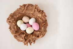 happy Easter (*sapa*) Tags: easter raw nest chocolate eggs minieggs