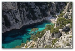 A la plage (afer92 (off)) Tags: sea mer beach water creek eau avril cassis plage emerald printemps 2012 calanque 9211 envau meraude