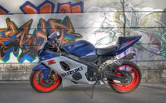 Suzuki (Albin Françon) Tags: france graffiti pentax tag moto suzuki tunning avril hdr 2012 k5 vehicule moteur albin photomatix 1645 larbinos