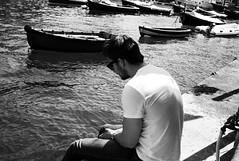 sitting by the harbour (gorbot.) Tags: blackandwhite bw me rangefinder portofino f19 leicam8 ltmmount takenbyroberta voigtlander28mmultronf19 siverefex