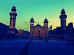 Masjid Wazir Khan ((s@jj@d)~`~DiL~AwAiZ~`~ Back) Tags: pink blue pakistan portrait sky people white black colour green bird eye art love beautiful beauty yellow fly asia pakistani khan lover lovely syed lahore pabbi masjid shah panjabi dil mughal wazir lahori sajjad panjab nowshera chirat awaiz