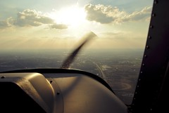 Descending toward Jackson County Airport. (SkySNAPS Photography) Tags: airplane evening flying airport michigan aviation southeast 162 cessna lsa generalaviation sportflying skycatcher kjxn jacksoncountyairport lightsportaviation n444um