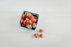 (jfiess) Tags: fruit strawberries