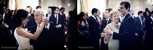 Foto de una boda de los novios bailando con los padres Edward Olive fotografo de bodas Madrid