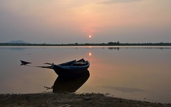 Submerged boat! (draskd) Tags: sunset sun reflection water landscape boat waterfront submerged