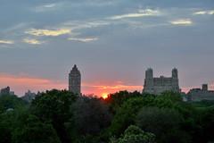 Central Park Sunset (Eddie C3) Tags: nyc newyorkcity sundown centralpark sunsets upperwestside metropolitanmuseumofart manhattanhenge nycparks