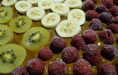 BaHiKi (SabineausL) Tags: red green colors colorful sweet banana sugar panasonic raspberry banane kiwi kiwifruit banoffee himbeeren tastyfood karamell panasonicdmctz4 sabineausl gezuckertekondensmilch