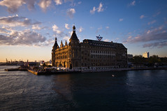 Haydarpaa station, Istanbul (funkead) Tags: station pentax bahnhof wideangle istanbul kx haydarpaa weitwinkel pentaxkx sigma1020 justpentax haydarpaastation funkea funkead
