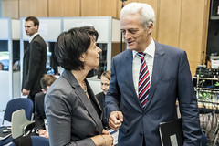 Doris Leuthard in discussion with Peter Ramsauer