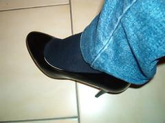IM005632 (grandmacaon) Tags: pumps highheels stilettos lowcut talonsaiguille escarpins sexyheels hautstalons toescleavage
