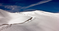 Snow Hiking Path to Hahnenkpfle (Nataraj Metz) Tags: schnee winter mountain snow alps canon austria sterreich europa europe berge alpen gebirge gipfelkreuz vorarlberg kleinwalsertal riezlern ifen summitcross hoherifen allgueralpen alpmountains hahnenkpfle eos550d eosrebelt2i tamron18270mmf3563diiivcpzd croixsommitale croixdesommet