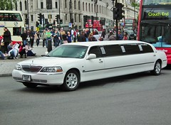 Town Car Limo (kenjonbro) Tags: uk england white london ford westminster trafalgarsquare limo lincoln custom stretched towncar 2008 charingcross limousine sw1 fujihs10 rk08hae