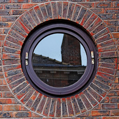 window (Leo Reynolds) Tags: window canon eos 7d squaredcircle f40 70mm iso160 0008sec hpexif sqyork xleol30x sqset077