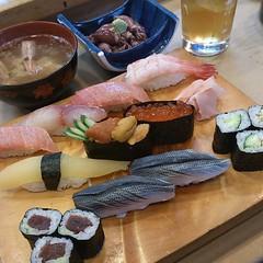 お昼はホタルイカを添えて。 #sushi#japanesefood#japan#japanfood#甲殻類アレルギーだが海老のお汁がうまい#宮沢りえ#僕らの3日間戦争