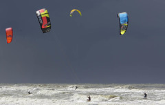 Kitesurfers in the last sunrays. (Niek Nijgh) Tags: noordwijk kitestrandzeeseabeach