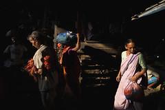 Kolye Maket - Kolkata Jukebox (Kolkata Jukebox) Tags: street light shadow people composition canon photography wide jukebox kolkata thirds howrah kolkatastreetphotography kolkatajukebox