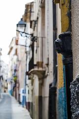L'ltim xiquet del carrer (Pilonga) Tags: carrer poble detalls baixant canel ferrocolat caretadenen bonxiquet