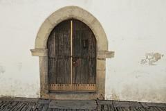 Puerta de Monsaraz (John LaMotte) Tags: puerta door fachada porta portugal infinitexposure monsaraz ilustrarportugal