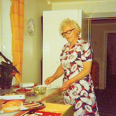 Klefors Sweden 70s (Ankar60) Tags: family woman kitchen vintage sweden interior swedish scanned 70s sverige 1970 1970s seventies 70 nostalgi tal svensk kk interir inredning analogt svenskt sjuttiotal