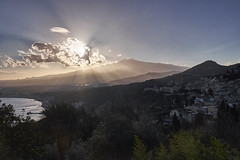 Etna desde Taormina (diocrio) Tags: sunset landscape italia taormina etna sicilia