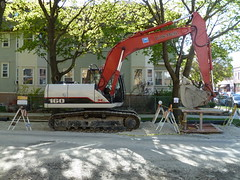 Excavator (silverfuture) Tags: chicago construction noparking tracks heavymetal equipment claw logansquare gravel watermain digger excavator 160 linkbelt trackhoe