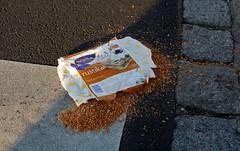 Rustikal (austrianpsycho) Tags: linz boden kaputt wasa packung überfahren traurig knäckebrot schade tragisch herzhaft rustikal strase brösel herumliegen zerbröselt überrollt