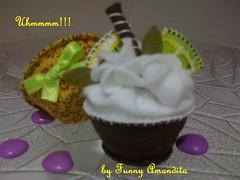 Cupcake de feltro: limão siciliano (Funny Amandita) Tags: cupcake cupcakedefeltro docesdefeltro cupcakedecorativo docesdetecido docesdecorativos