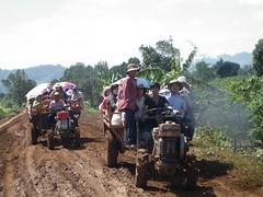ĐOẠN ĐƯỜNG LẦY PHẢI ĐI XE MÁY CÀY (giangphuc1961@yahoo.com.vn) Tags: ea rbin xã lăk huyện đăklak tỉnh