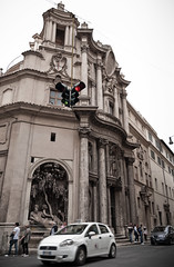 Spatial Constraints in the Modern Society (or Traffic Lights with Views) (José Garrido) Tags: italy trafficlights church facade europa europe italia traffic iglesia chiesa baroque quirinale struggle francesco borromini sancarloallequattrofontane quirinal sancarlino josegarrido