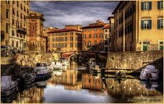 ...I Fossi - quartiere Venezia...  (Livorno) (leon.calmo) Tags: bestcapturesaoi scalidelpontedimarmo elitegalleryaoi rnflivorno2012