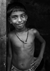 Me !!! (bmahesh) Tags: portrait people blackandwhite india smile canon pose 50mm kid eyes expressions streetphotography streetportrait canon5d chennai mahesh bnw tamilnadu settlement cwc parrys canoneos5dmarkii chennaiweekendclickers bmahesh cwc162