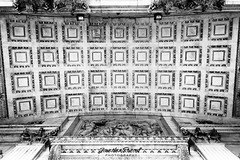 Roof of St. Pauls (Jonathan.Russell) Tags: roof bw white black history st statue photography photo foto exterior pauls iconic togs tfl jonathanrussell jonooter