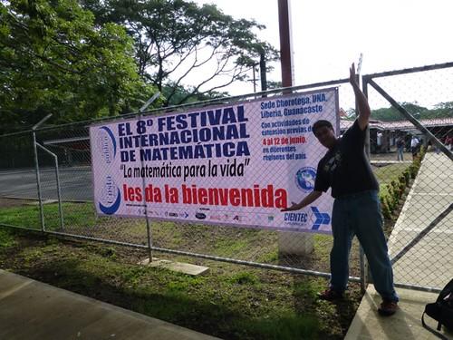 Entrada al 8vo Festival Inlt. de Matemática