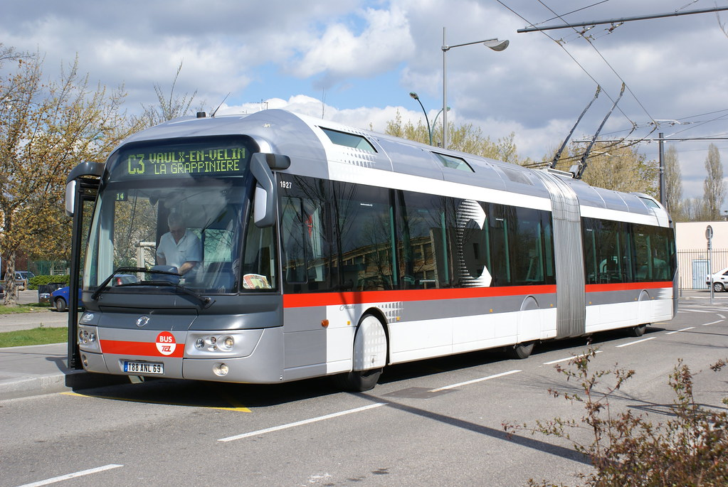The world 39 s best photos of tcl and trolleybus flickr hive mind - Garage renault vaulx en velin ...