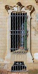 La Garriga - El Passeig 19 c (Arnim Schulz) Tags: barcelona espaa art window architecture liberty ventana spain arquitectura arte fenster kunst catalonia finestra artnouveau gaud architektur catalunya espagne fentre modernismo catalua spanien modernisme jugendstil espanya katalonien stilefloreale belleepoque baukunst