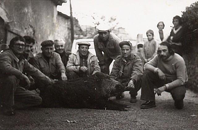 De gauche à droite : Raoul TROIN, Maurice GHIO, Titin DEGIOANNI, Lucien GUILLON, Corrado GIRARDO, Elie NIVIERE, Annonciate LUVARA, Daniel MARBRITO.