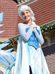 Elsa (AGoofyGirl) Tags: frozen disneyland elsa disneyprincess disneylandparade facecharacter achristmasfantasyparade