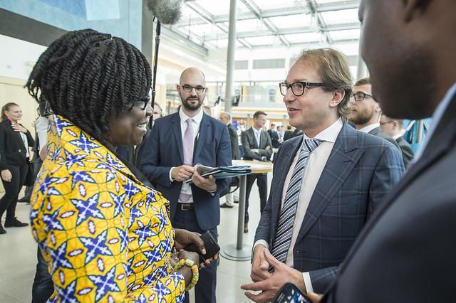Agartha Frimpong discusses with Alexander Dobrindt
