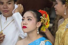 Dancing (Lode Engelen - ) Tags: woman thailand dancing saraphee watpadua khuamung