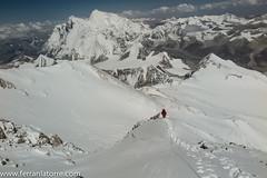 013-Arribant a l'aresta. Everest al fons (ferran_latorre) Tags: mountain makalu cim alpinism cumbre ferranlatorre cat14x8000