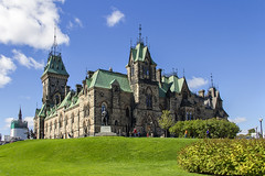 Parliament Hill (Kev Gregory (General)) Tags: parliament hill the crown land southern banks ottawa river downtown ontario gothic revival suite building home canada architectural elements national symbolic importance attracts visitors military base 18th 19th century governmental precinct queen victoria bytown capital province extension departmental buildings peace tower renovation rehabilitation project kev gregory canon 7d