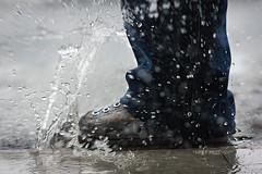 A rainy day (Terry Demczuk) Tags: water canon pie foot eos agua colombia splash boyaca tunja salpicar arainyday t2i terrydemczuk undalluvioso steppingonwater pisandoagua