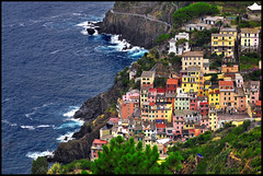 ...united colors... (zio.paperino) Tags: travel blue windows red sea italy mer holiday green nature water colors yellow architecture buildings mar nikon rocks europa europe italia mare liguria natura unesco cinqueterre acqua riomaggiore d90 ziopaperino mygearandme