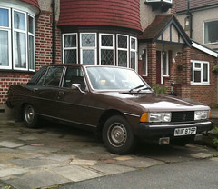 1976 PEUGEOT 604 AUTO (Yugo Lada) Tags: auto old uk brown classic cars car one photo nice looking very best parked ever rare peugeot 1976 owner 604 oap peugeots nuf875p